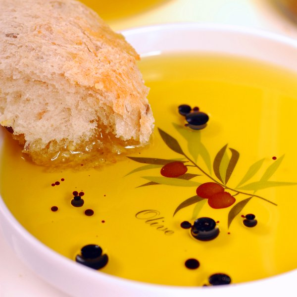bread-with-olive-oil-and-vinegar-sz600.jpg